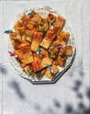 Pizzastreifen auf einer Platte bereit zur Partei Lizenzfreies Stockbild