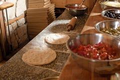 Pizzavorbereiten Lizenzfreie Stockfotos