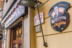 Pizzería histórica famosa DA Micaela en Nápoles foto de archivo