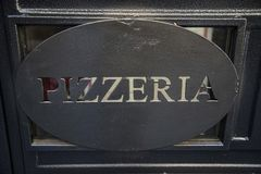 Pizzeria podpisuje wewnątrz Rzym, Włochy Obrazy Royalty Free