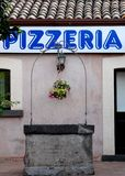 Pizzeria und Farben in Aci Castello in Sizilien Lizenzfreie Stockbilder