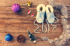 pizzi scritti 2017 nuovi anni delle scarpe del ` s dei bambini, decorazioni di natale Fotografie Stock Libere da Diritti