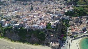 Pizzo Calabro,码头,城堡,卡拉布里亚,旅游业意大利鸟瞰图  Pizzo Calabro小镇的全景由海的 股票视频
