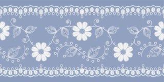 Pizzo floreale leggero bianco su un fondo blu Vettore illustrazione vettoriale