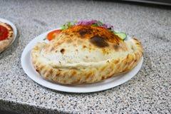 Pizzy calzone Italia Nasiąknięta karmowa restauracja Napoli Zdjęcia Stock
