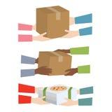 Pizzy i pakuneczka kuriera doręczeniowa usługa Zdjęcia Royalty Free
