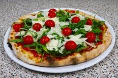 Pizzy rucola, Surowy baleron, parmesan, restauracyjny włoch zdjęcie royalty free