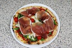 Pizzy rucola, Surowy baleron, parmesan, restauracyjny włoch zdjęcie stock