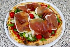 Pizzy rucola, Surowy baleron, parmesan, restauracyjny włoch obrazy royalty free