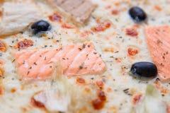 Pizzy tekstura, karmowy tło Zamyka up świeży piec mediterr Zdjęcia Stock