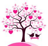 Pájaros del árbol y del amor del corazón Fotos de archivo