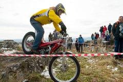 PJATIGORSK, RUSSIA - 26 NOVEMBRE 2017: Motociclo La corsa decisiva La tazza del nord di Caucaso sulla prova di moto Uno del Fotografie Stock
