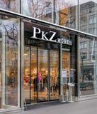 PKZ妇女商店的入口在Bahnhofstrasse街道上的 库存照片