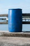 Plástico azul 200 litros Imagens de Stock