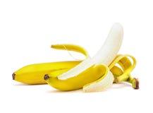 Plátano con la peladura Imagenes de archivo