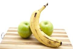 Plátano con las manzanas verdes Fotos de archivo libres de regalías