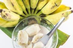 Plátano en leche de coco Postre tradicional del asiático, Tailandia imagen de archivo libre de regalías