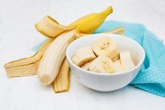 Plátano fresco en un cuenco Imagen de archivo libre de regalías