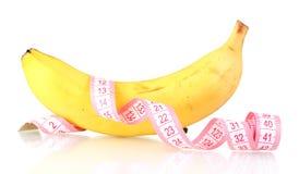 Plátano maduro y cinta de medición Imagenes de archivo