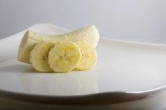 Plátano - Pealed y rebanado Fotos de archivo