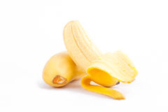 plátano pelado del huevo y plátanos de oro maduros en la comida sana de la fruta de Pisang Mas Banana del fondo blanco aislada Imagenes de archivo