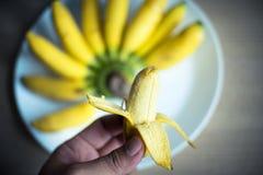 Plátano pelado disponible Imagen de archivo