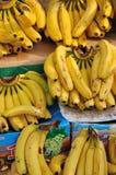 Plátano que vende en mercado Foto de archivo