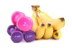 Plátano y pesas de gimnasia Foto de archivo libre de regalías