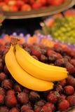 Plátanos del mercado del ` s del granjero Foto de archivo