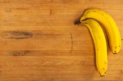 Plátanos en bloque de carnicero Fotos de archivo libres de regalías