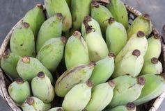 Plátanos en cesta Imagen de archivo