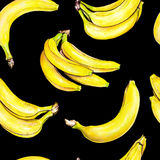 Plátanos en fondo negro Modelo inconsútil Ilustración de la acuarela Fruta tropical Trabajo hecho a mano Fotos de archivo