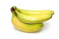 Plátanos en un fondo blanco del estudio. Imagenes de archivo