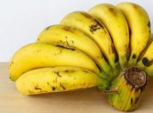 Plátanos maduros del manojo Fotos de archivo