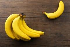Plátanos maduros en fondo Imagen de archivo libre de regalías