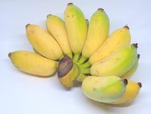 Plátanos maduros frescos en el fondo blanco Imagenes de archivo