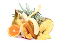Plátanos, manzanas, naranjas, piña foto de archivo