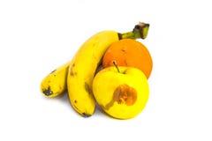Plátanos putrefactos Apple anaranjado de las frutas aislado en el fondo blanco Fotografía de archivo libre de regalías