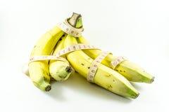Plátanos y cinta métrica Fotos de archivo libres de regalías