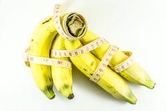 Plátanos y cinta métrica Foto de archivo