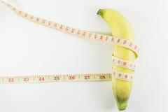 Plátanos y cinta métrica Imagen de archivo