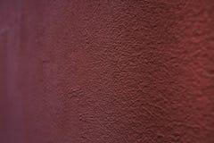 Plâtre décoratif rouge sur le mur image stock