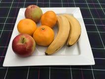 Plätera av frukt Arkivbilder