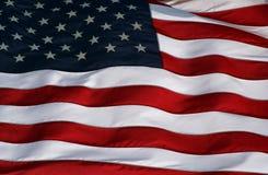 Plätschernde US-Markierungsfahne Lizenzfreie Stockfotos