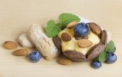 Plätzchen mit Beeren und Nüssen Lizenzfreies Stockfoto