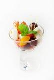 Plätzchen mit frischer Frucht Stockfotografie