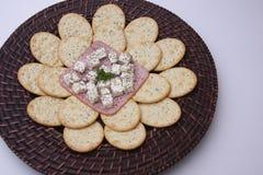 Plätzchen mit Käse Stockfotos