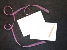 Plätzchen mit rosa Band Stockbild