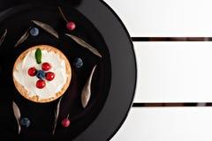 Plätzchen mit Sahne Käse und Blaubeeren Stockbilder