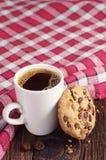 Plätzchen mit Schokolade und Kaffee Lizenzfreies Stockfoto